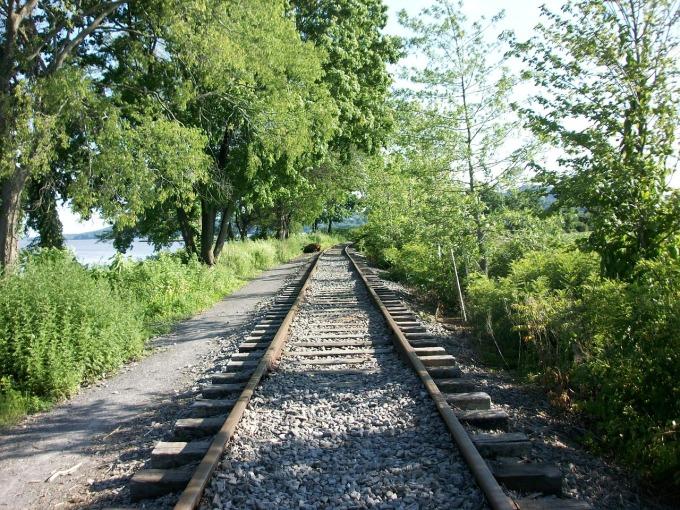 railroad-437280_1280