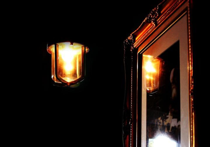 light-981834_1920